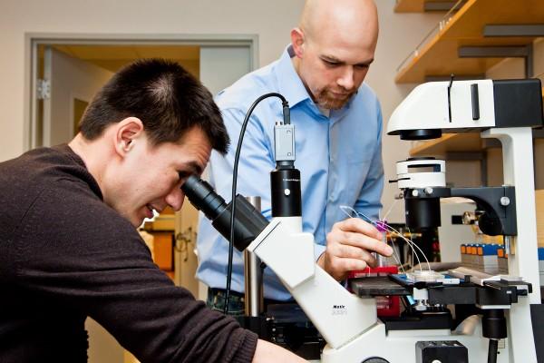 QB3_UCSF professor Adam Abate and Student